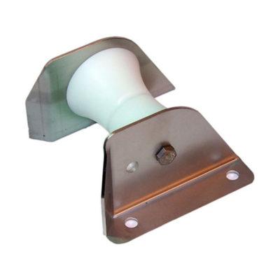 Extra hög brytrulleför att leda ankarbandet i olika riktningar.
